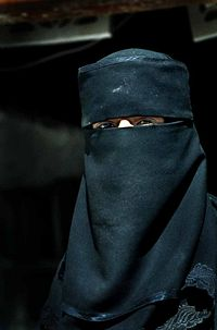 200px-Muslim_woman_in_Yemen.jpg